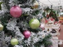 Karácsonyi dekoráció - díszgömbök a fán