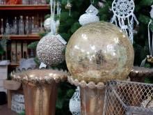 Karácsonyi dekoráció - arany gömbök a karácsonyfára